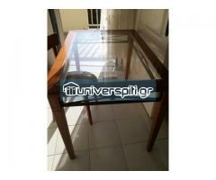 Πωλείται τραπεζαρία απο ξύλο κερασιάς  μαζί με 4 καρέκλες και τζάμι